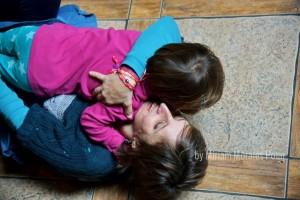 abrazo madre hija reducida